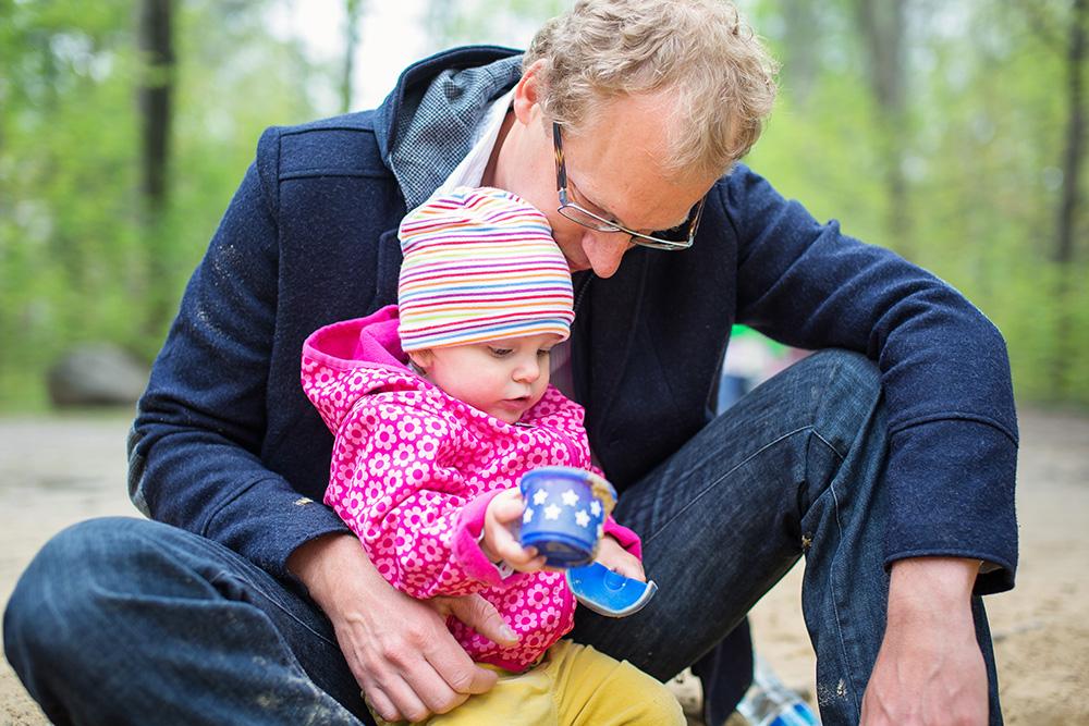 04_babygirl-with-daddy-sandbox