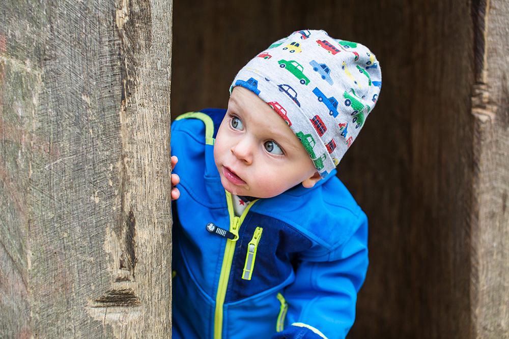 05_babyboy-toddler-blue-looking