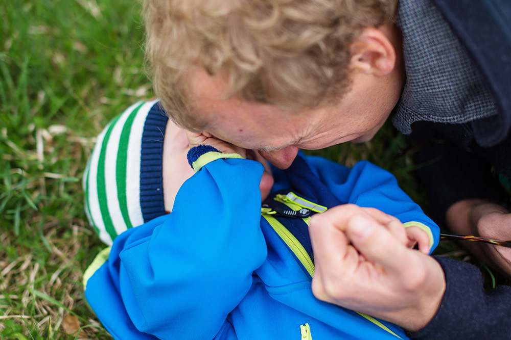 07_toddler-boy-playing-with-daddy