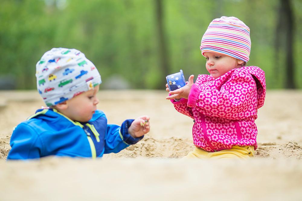08_twins-toddlers-sandbox