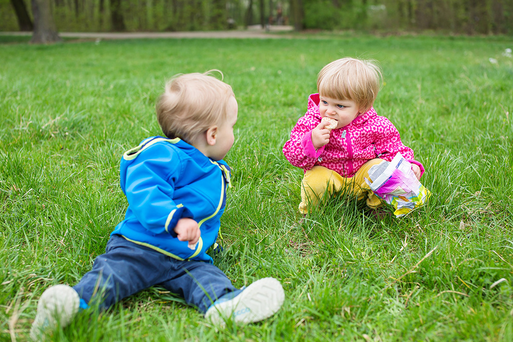 10_twins-grass-eating-playing