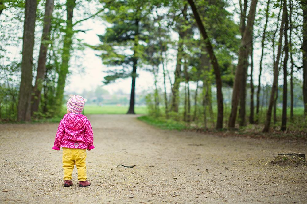12_toddler-girl-back