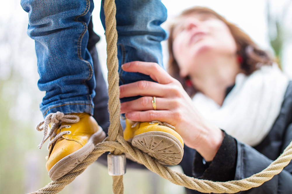 13_baby-feet-yellow-shoes