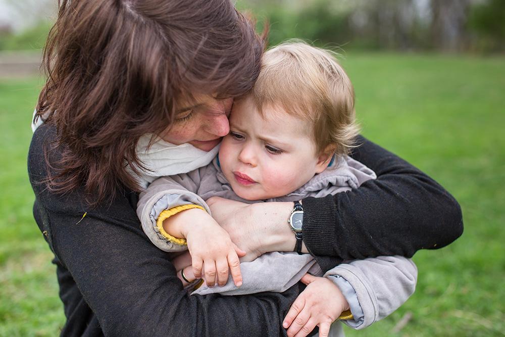 22_mommy+babygirl-hugging