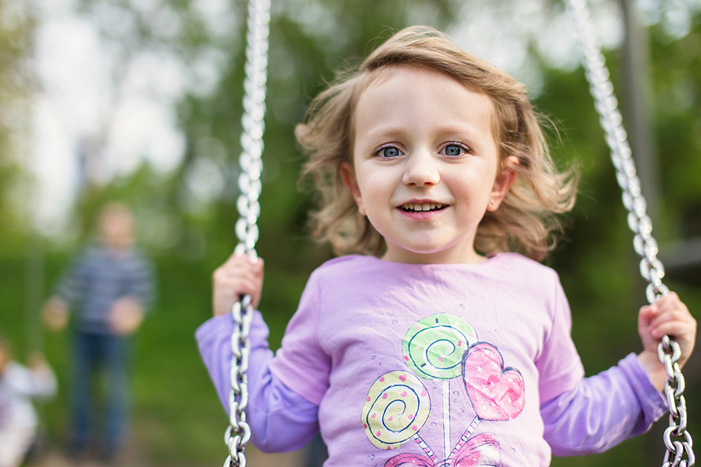 Lea girl kid swinging