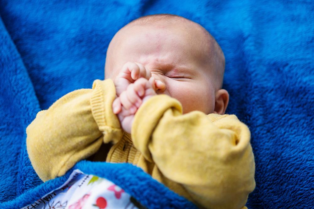 08_baby-boy-on-blue-blanket
