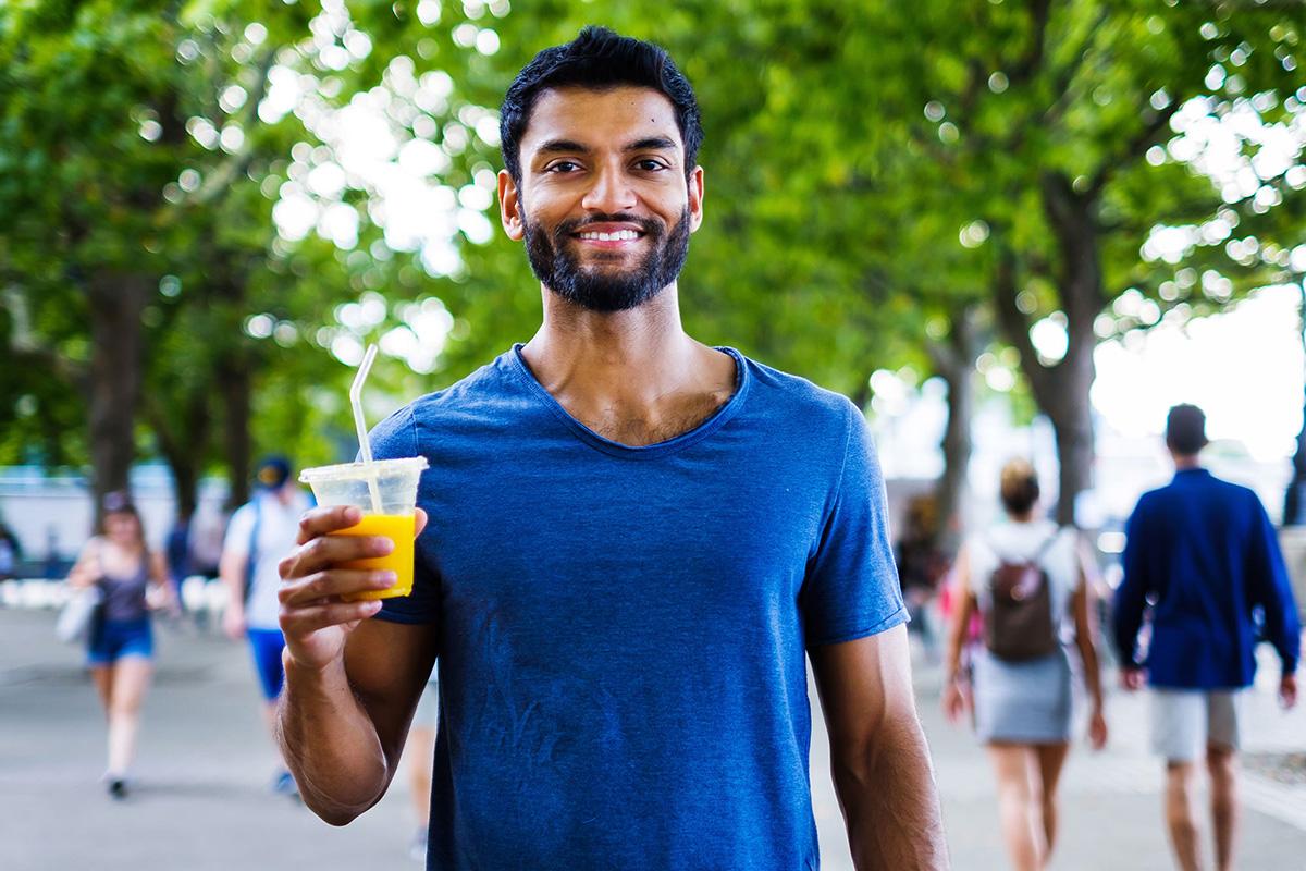 07_guy with juice_portrait_happy_street