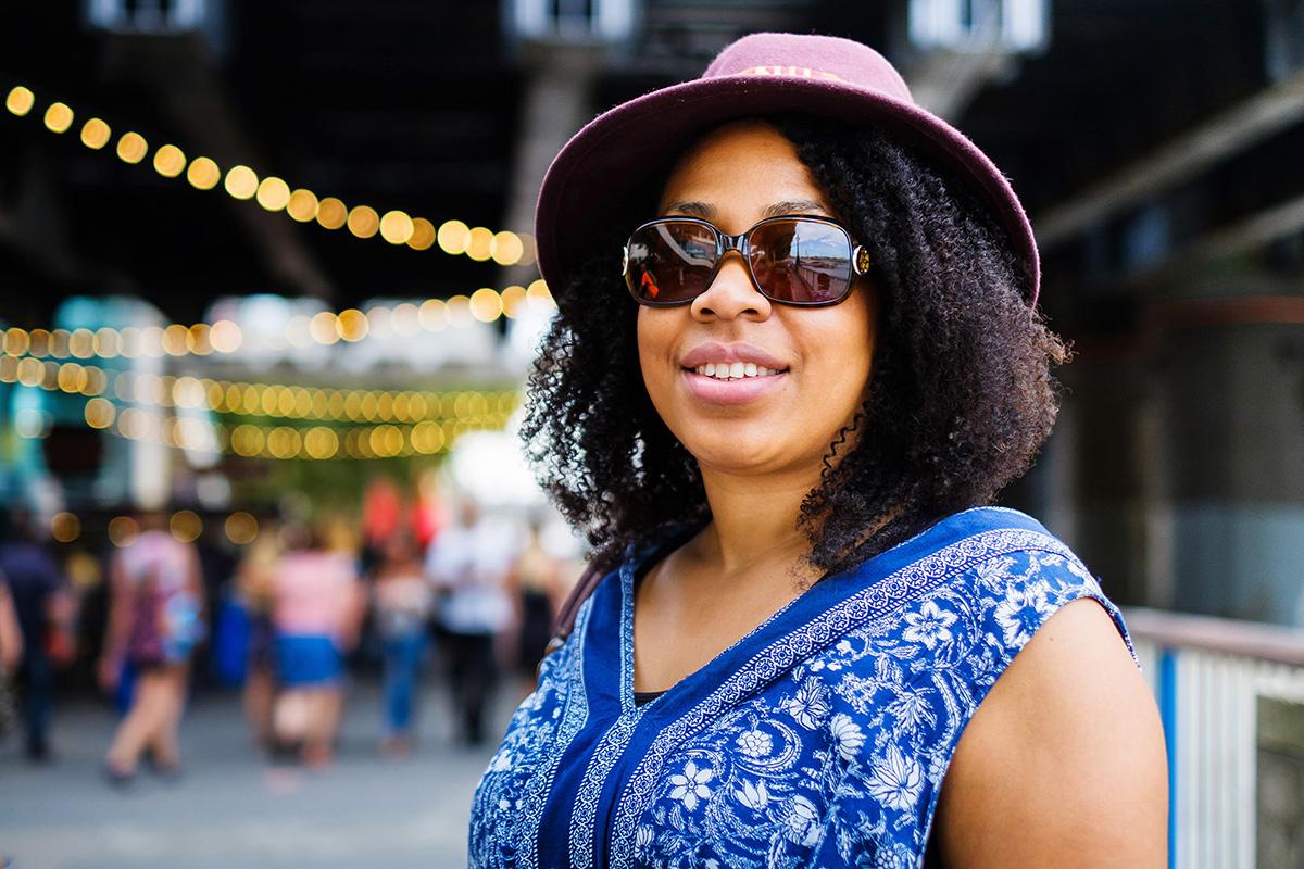 08_london_street photography_lady_sunglasses