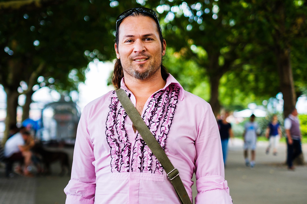 10_guy in pink shirt_photographer_london_portrait