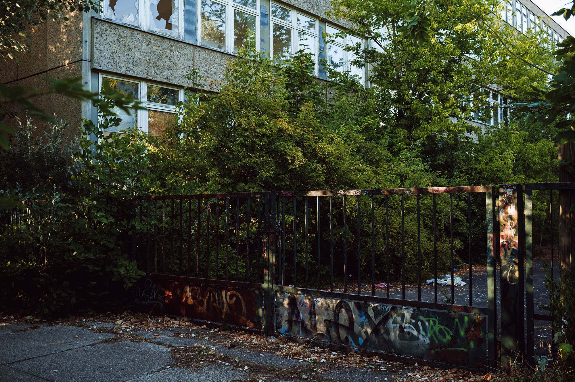 school overgrown leipzig
