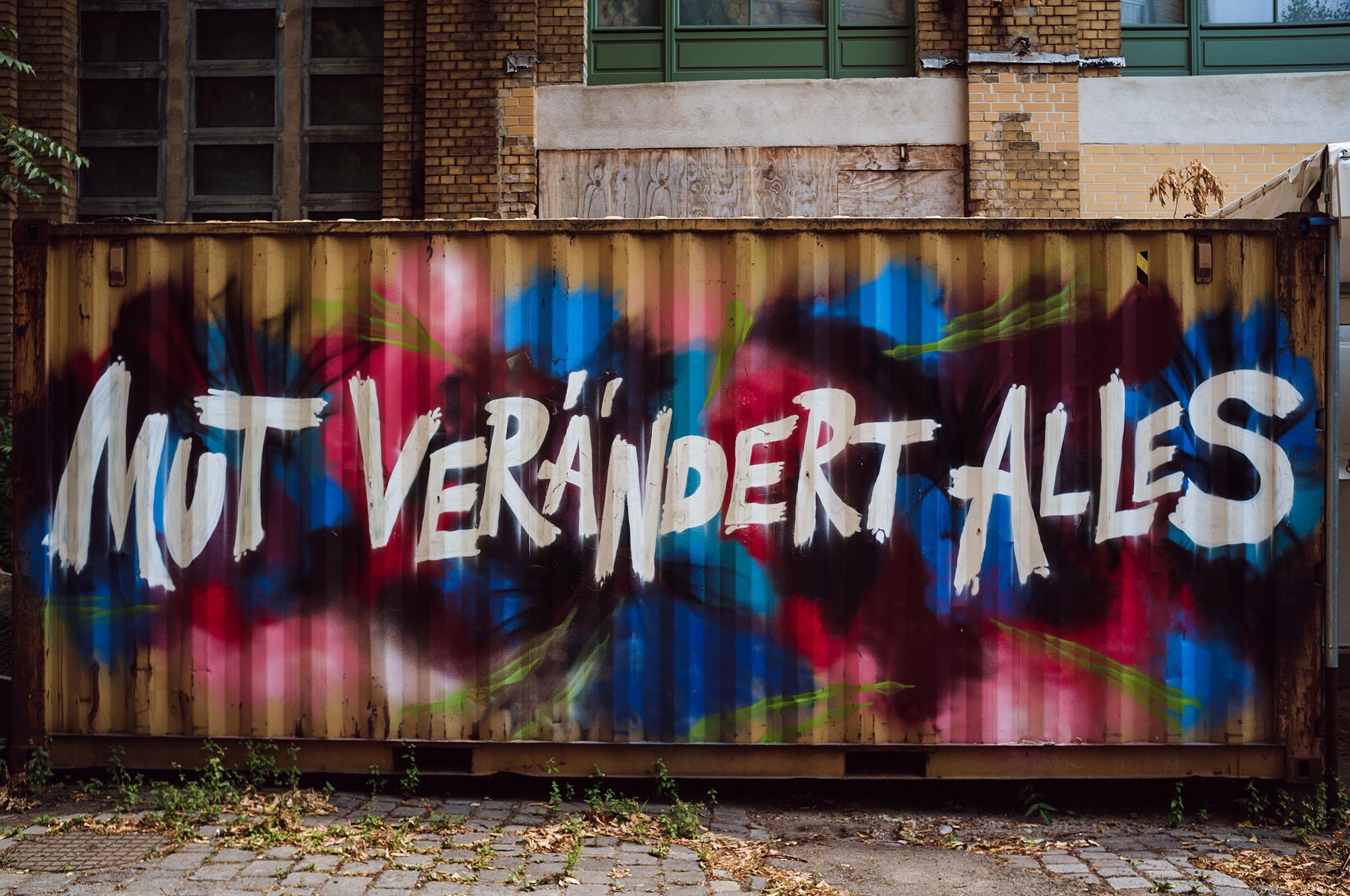 mut veraendert alles courage graffiti