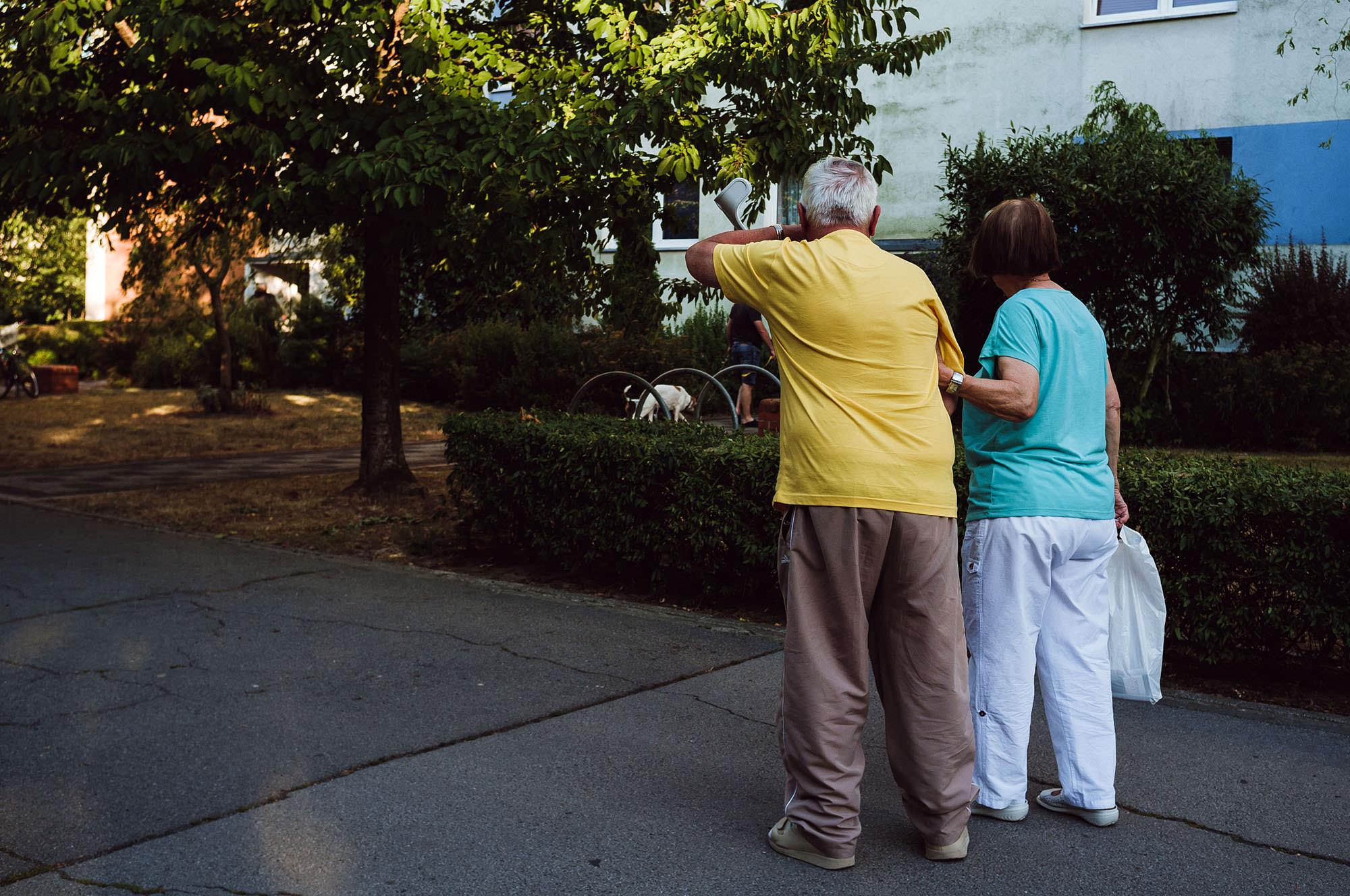 street photography leipzig old couple