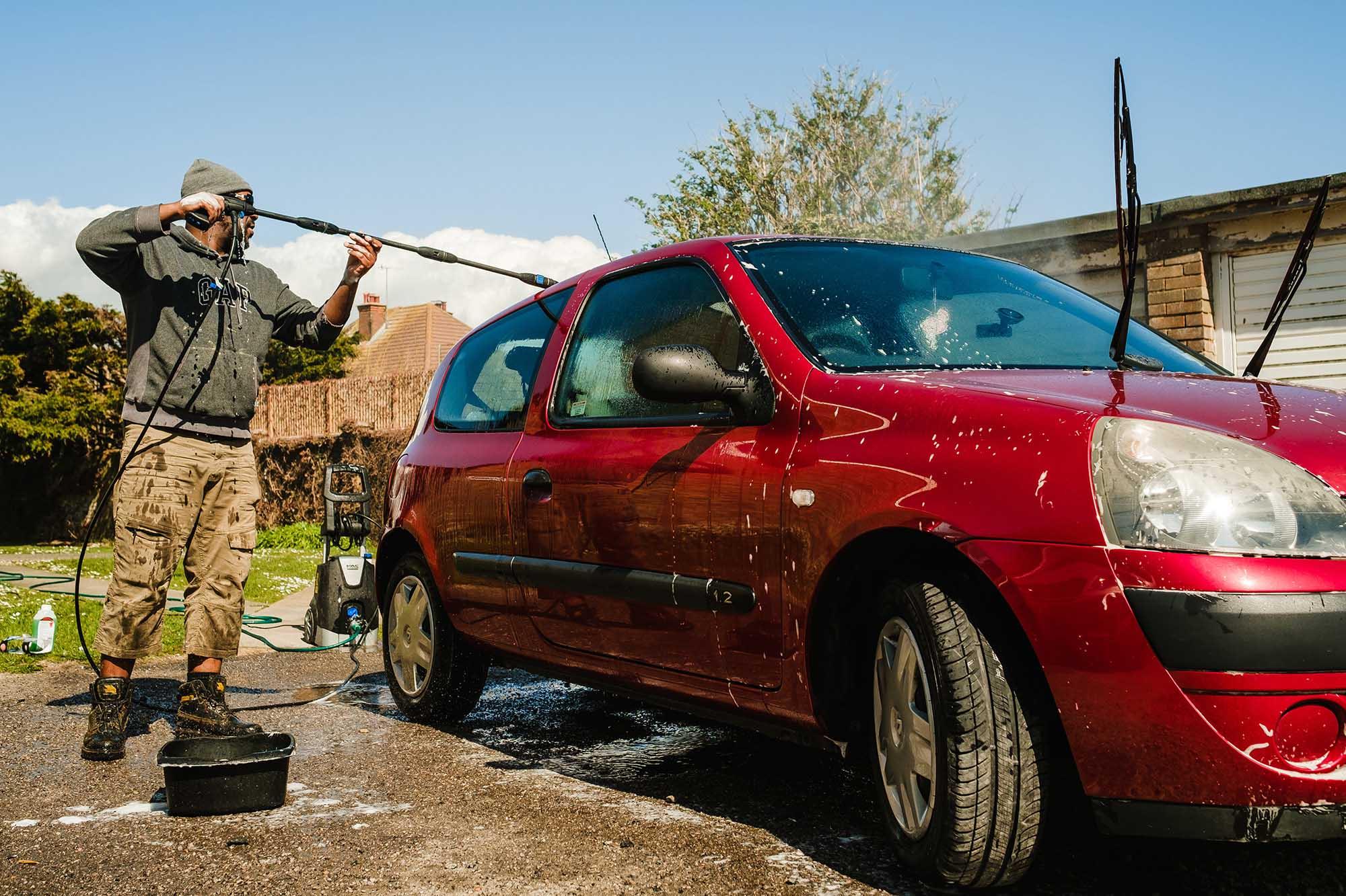 washing kiko the car