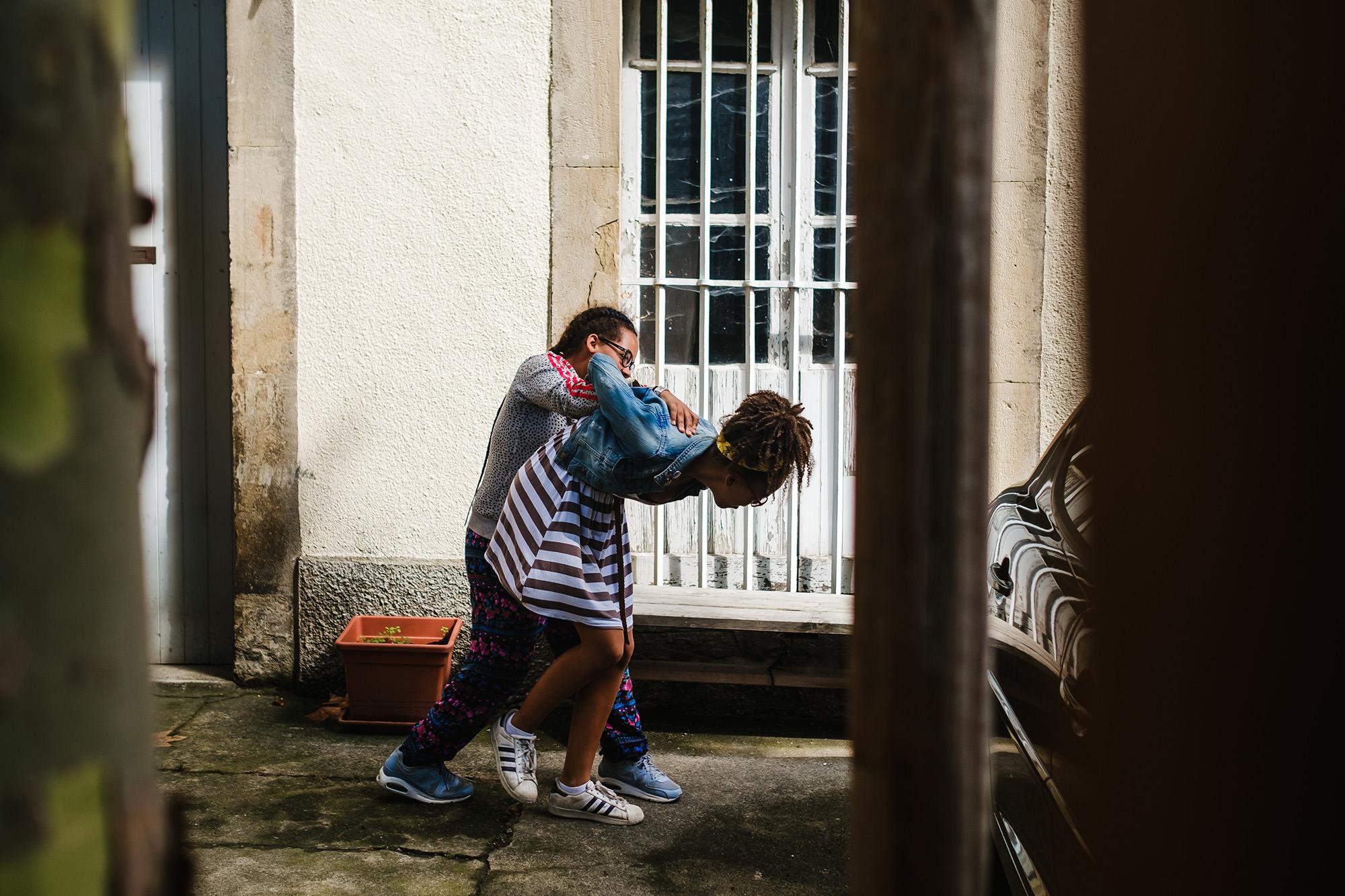 sisters fighting in an alleyway