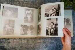 browsing through my baby albym print yoru photos
