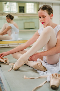 ballerina student getting ready to practice